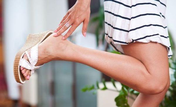 Лечение трещин на стопах